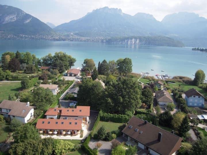 Studio avec terrasse au bord du Lac