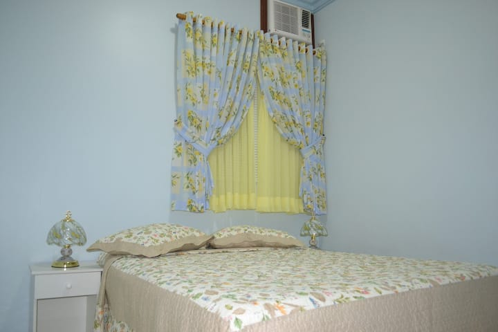 Cozy Private double room/Super Hosts
