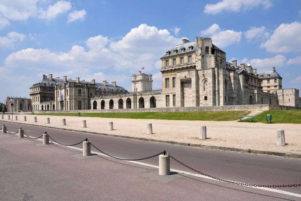 The castle of Vincennes  (from all-free-photos)