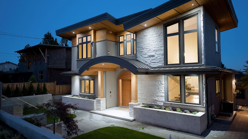 Brand New Home in most desirable DUNDARAVE! - West Vancouver - Lägenhet