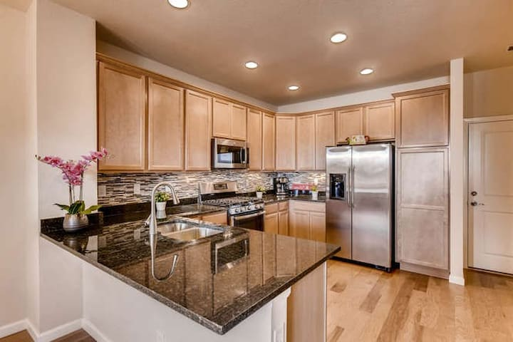 DTC Modern New 3  Beds  Kitchen & Laundry& Parking - Greenwood Village - Townhouse