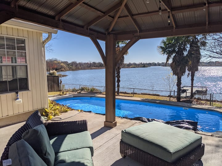 GORGEOUS LAKEFRONT property! 3 bed, 1.5 bath!