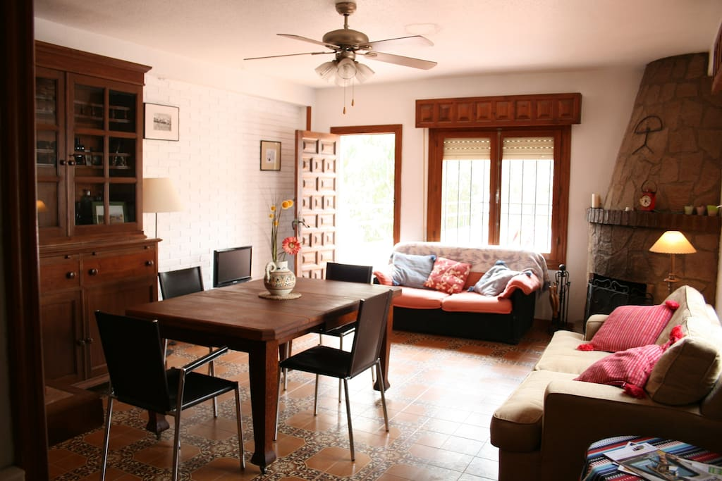 Spacious & cozy living room with access to 2 terraces