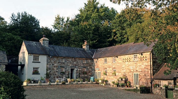 Watermill property set in 30 acres of countryside