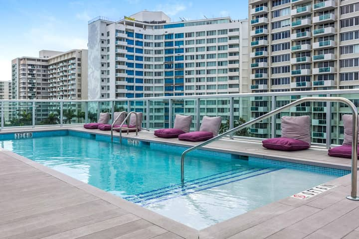 Modern Boutique W/Balcony, Roof Pool & Terrace II