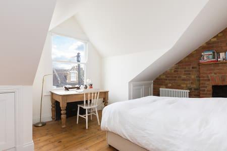 Luxury double room in Victorian B&B (3 of 4) - Londra