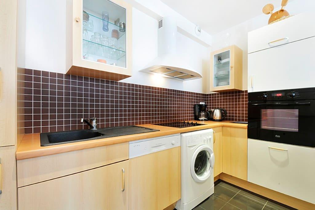 Apt 4 pers paris center chatelet apartments for rent in paris le de france france for Comcombine lave vaisselle plaque cuisson