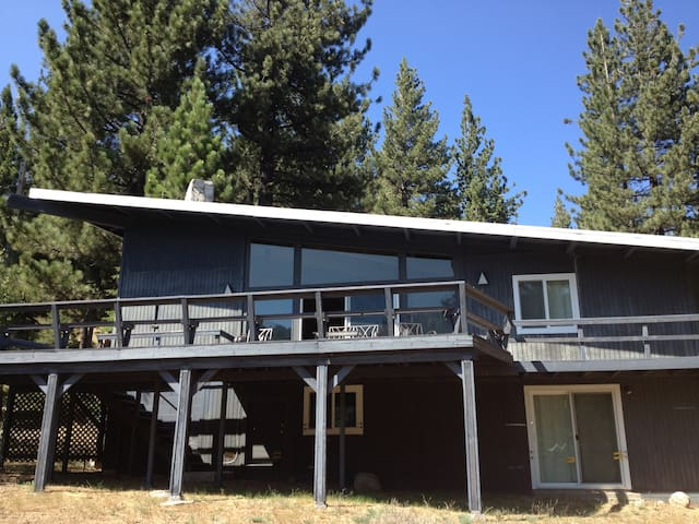 5 bedroom cabin, walk to Squaw - Olympic Valley - House