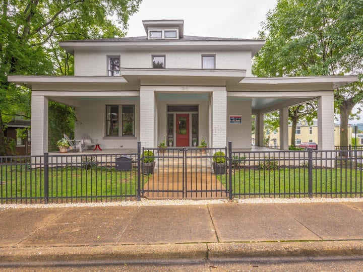 Historical 1875 Victorian 1.2 mls to DTown