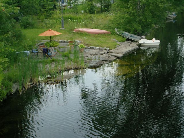 River Pie, a charming vintage cottage on the Crowe - Marmora - Huis