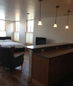 A beautifully appointed suite in the heart of Ridgway.  Walk to the bars, pubs and restaurants in historic downtown Ridgway. Full kitchen and bath, laundry, wifi, and tv.  A great place to stay!