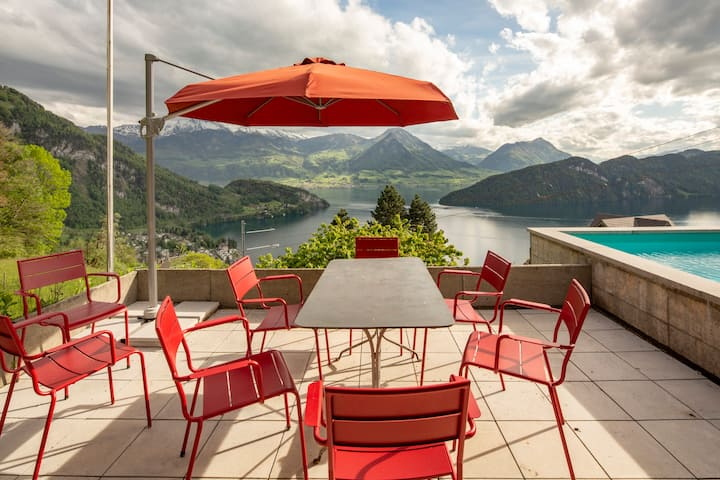 Villa with spectacular view of Lake Lucerne