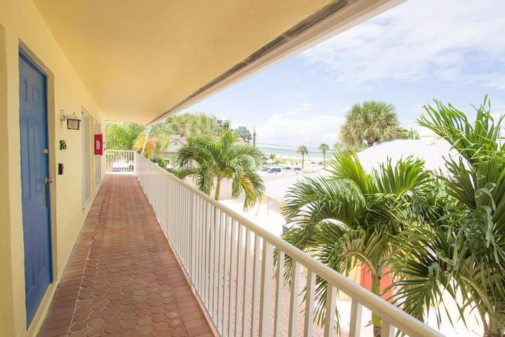 One Bedroom Just Steps from Siesta Key Beach!!