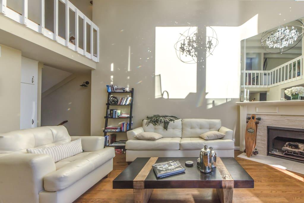 Spacious, elegant, and luminous living room.
