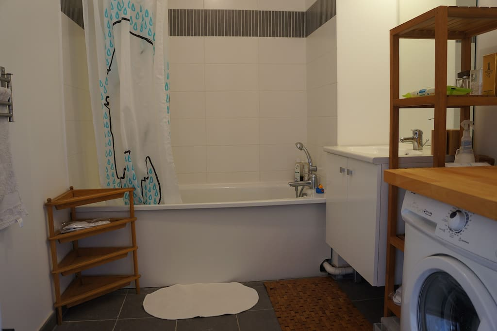 big bathroom / grand salle de bain