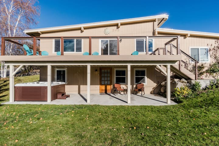 Spacious lakeview home w/ hot tub - walk to town and Lake Chelan!