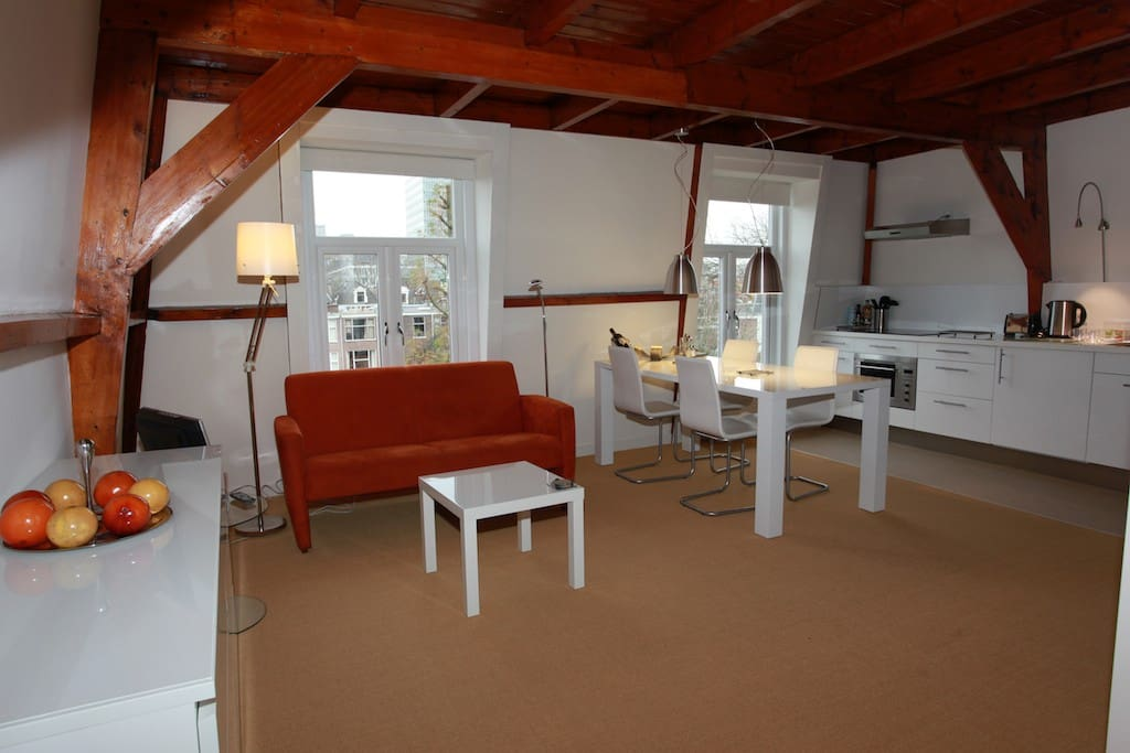 Top floor loft with kitchen loft 39 s te huur in den haag for Loft interieur den haag