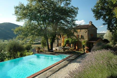 Villa with pool, Cortona, Tuscany - Lisciano Niccone
