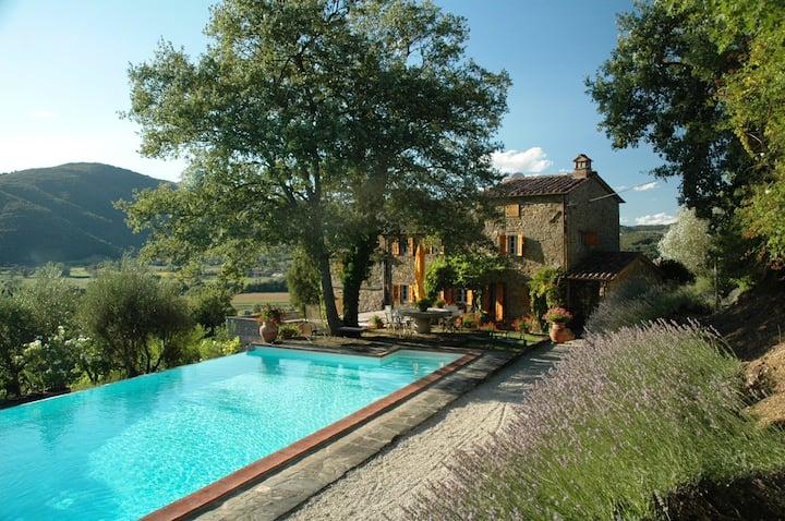 Villa with pool, Cortona, Tuscany