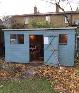 Central London Garden Cabin - London - Blockhütte