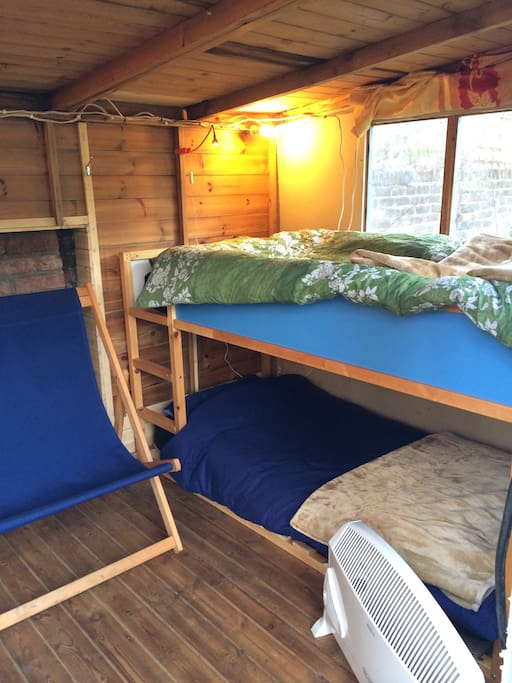 Low profile bunk bed with duvets + blankets