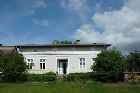 Dachwohnung mit Garten & Seezugang - Usedom