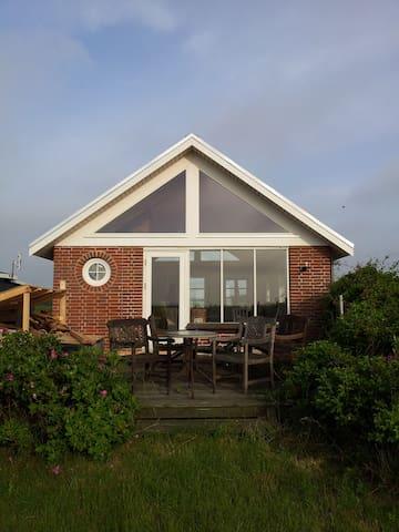 Sommerhus  ved vandet - Mesinge