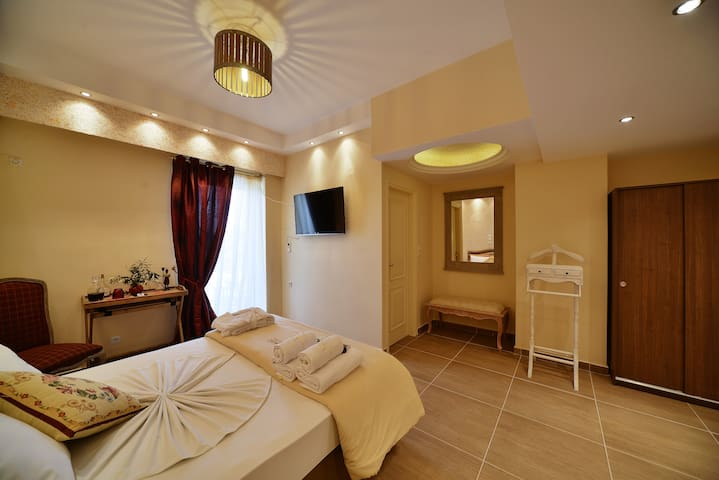 Two bedroom suite (4-6 adults) - Anixi - Oda + Kahvaltı