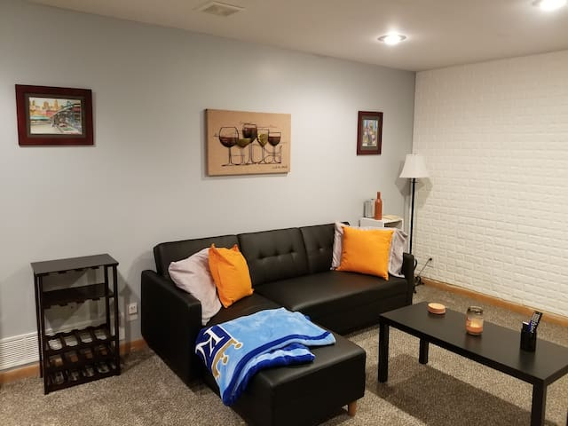 Basement Room-close to KC.  Blue Springs, Mo
