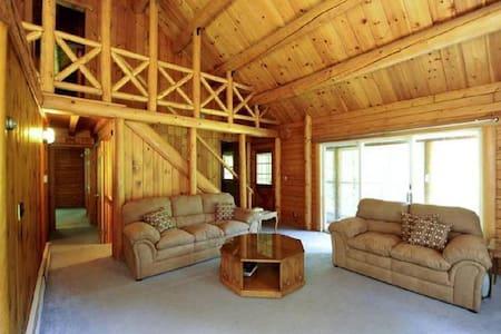 Charming spacious log cabin w/pond - New Paltz - Dom