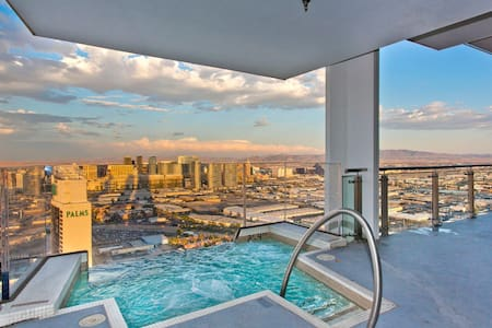 VEGAS Huge Penthouse HotTub on Balcony Stripviews