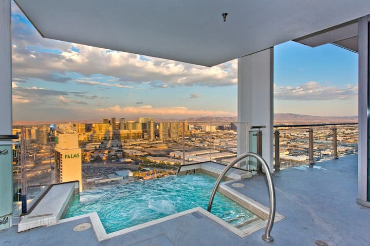 VEGAS Huge Penthouse HotTub on Balcony Stripviews