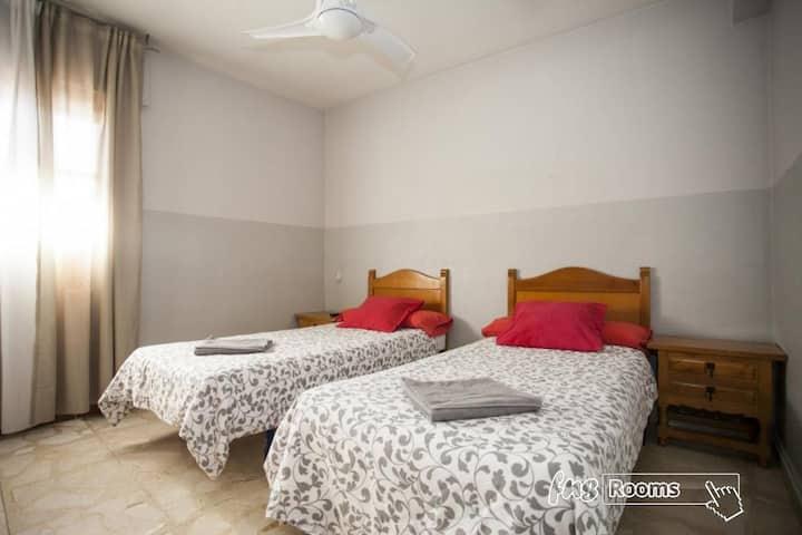 Hostal El Peine - Triple. 3 camas individuales. Baño compartido - Tarifa estandar