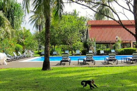 Two bedroom beach-front home - Parrita Canton - Ev