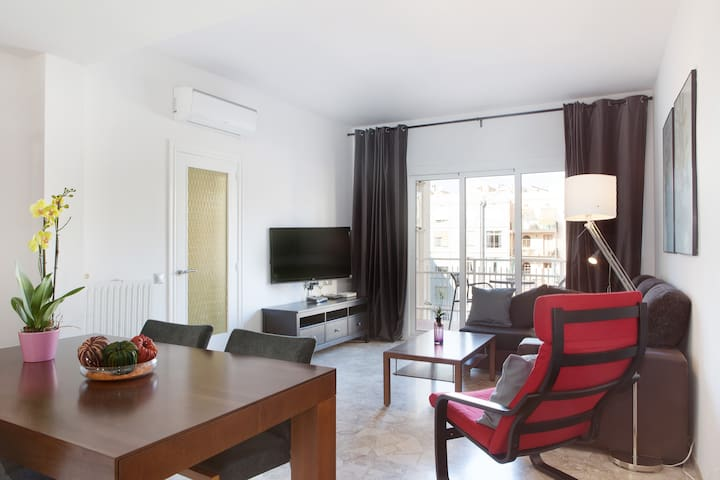 Very comfortable living area and dinning room
