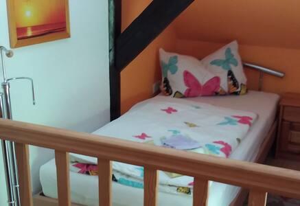 Ferienwohnung Tihsies (Seddiner See OT Seddin), Ferienwohnung 28 qm, über 3 Etagen, mit Schlafboden, Küche, DU/WC, Terrasse