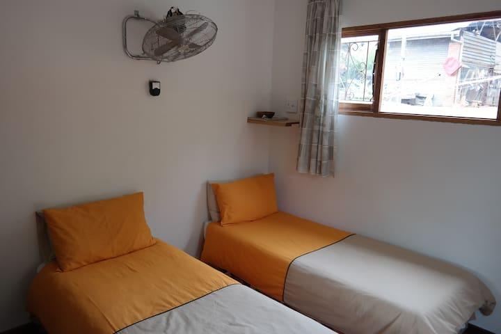 North Lodge Budget Non S C Suite/1-2 Sleeper(B) - Durban North - Apartment