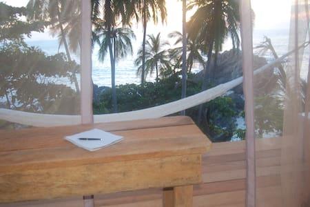 """""""Cocos Camp""""  lodging/alojamiento - 阿卡普爾科"""