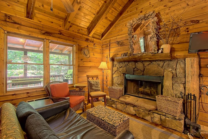 Dog-friendly cabin in woods w/shared pool, hot tub & tennis