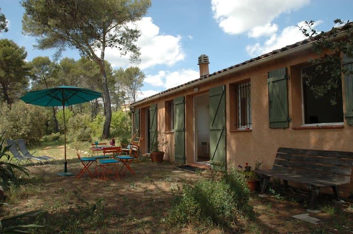 Vrijstaande gîte van 55 m2 - Flayosc - Cabaña