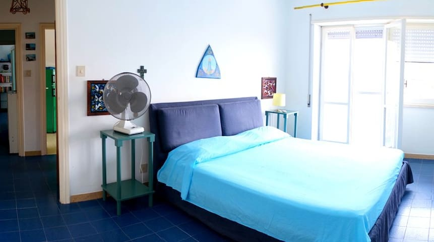 Turquoise Apartment - bedroom