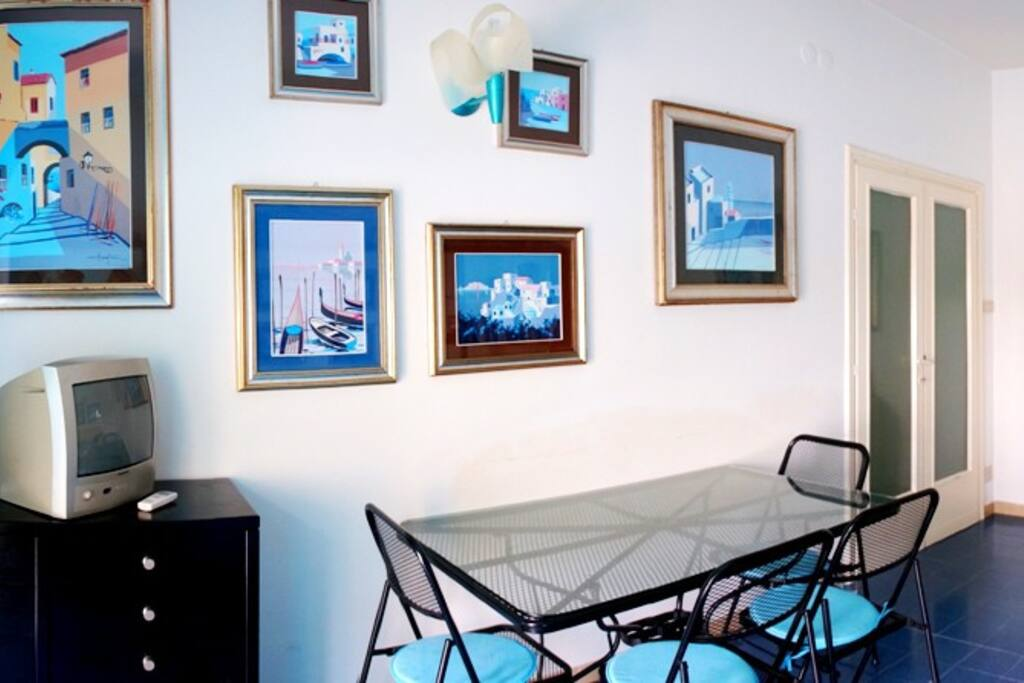 Turquoise Apartment - dining area