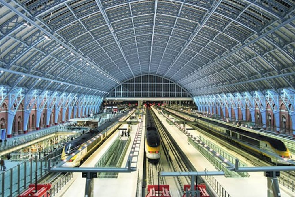 St Pancras International from where you can get the Eurostar, your route into mainland Europe! Paris, Brussels, Amsterdam and more from St Pancras!