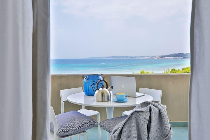 ★Beachfront Home★ with Beach & Sea View! Gallipoli