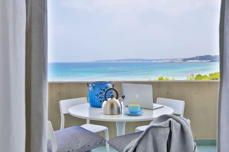 ★Beachfront Home★Private Beach Access! Gallipoli