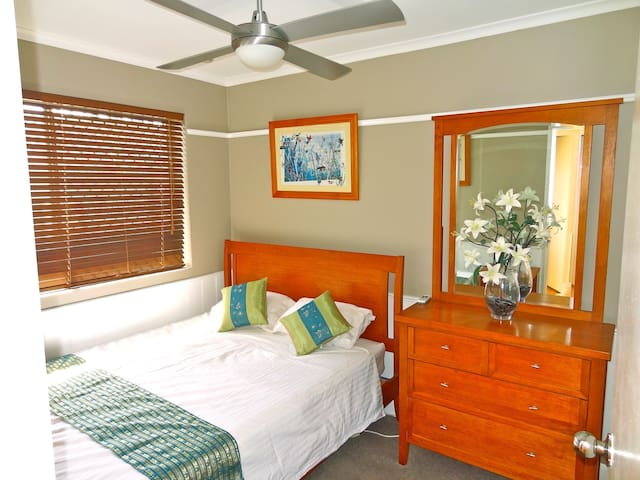 Close to airport, shops & transport - Clayfield - Apartment