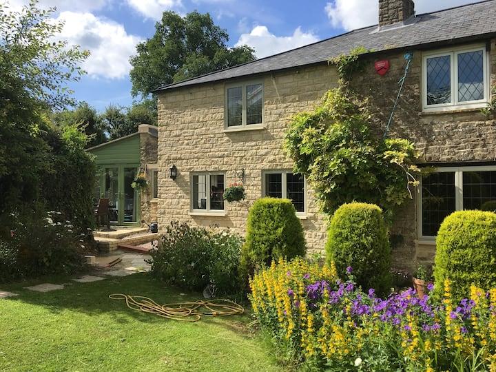 Beautiful Broadbridge Cottage