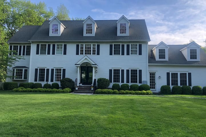 Greenwich Home w/ pool-availability in Aug & Sept