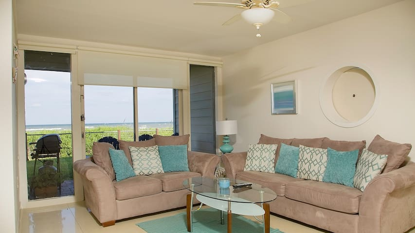 1ST FLOOR BEACHFRONT!!  BAHIA MAR,  SPECTACULAR VIEWS!!  WIFI, PET FRIENDLY!!