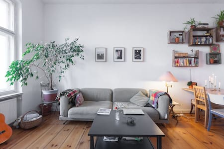 Stylishly furnished 3 room flat - Berlin - Apartment